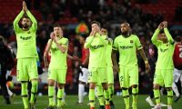 Barcelona's Spanish defender Gerard Pique (L) applauds fans after winning the UEFA Champions league first leg quarter-final football match between Manchester United and Barcelona at Old Trafford in Manchester, north west England, on April 10, 2019. (Photo by LLUIS GENE / AFP)