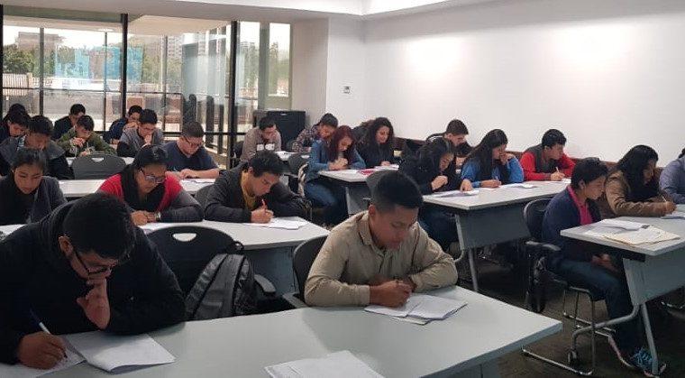 El objetivo de las becas para estudiar inglés es que los participantes tengan más oportunidades de desarrollo. (Foto Prensa Libre: Hemeroteca PL).