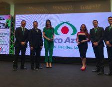 Ejecutivos de Banco Azteca en la presentación de la promoción por el día de las madres.