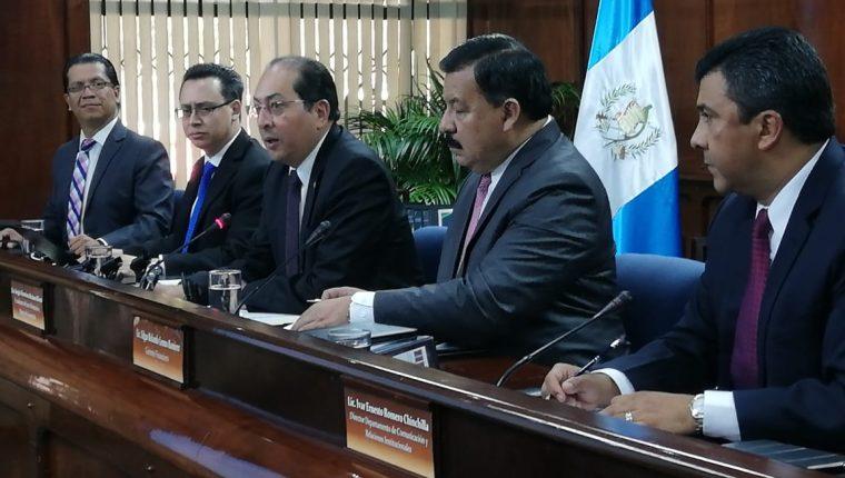 Sergio Recinos, presidente del Banguat y JM, afirmó que se mantiene incertidumbre por la realización de las elecciones, pero el crecimiento económico se mantiene estable. (Foto Prensa Libre: Urías Gamarro)
