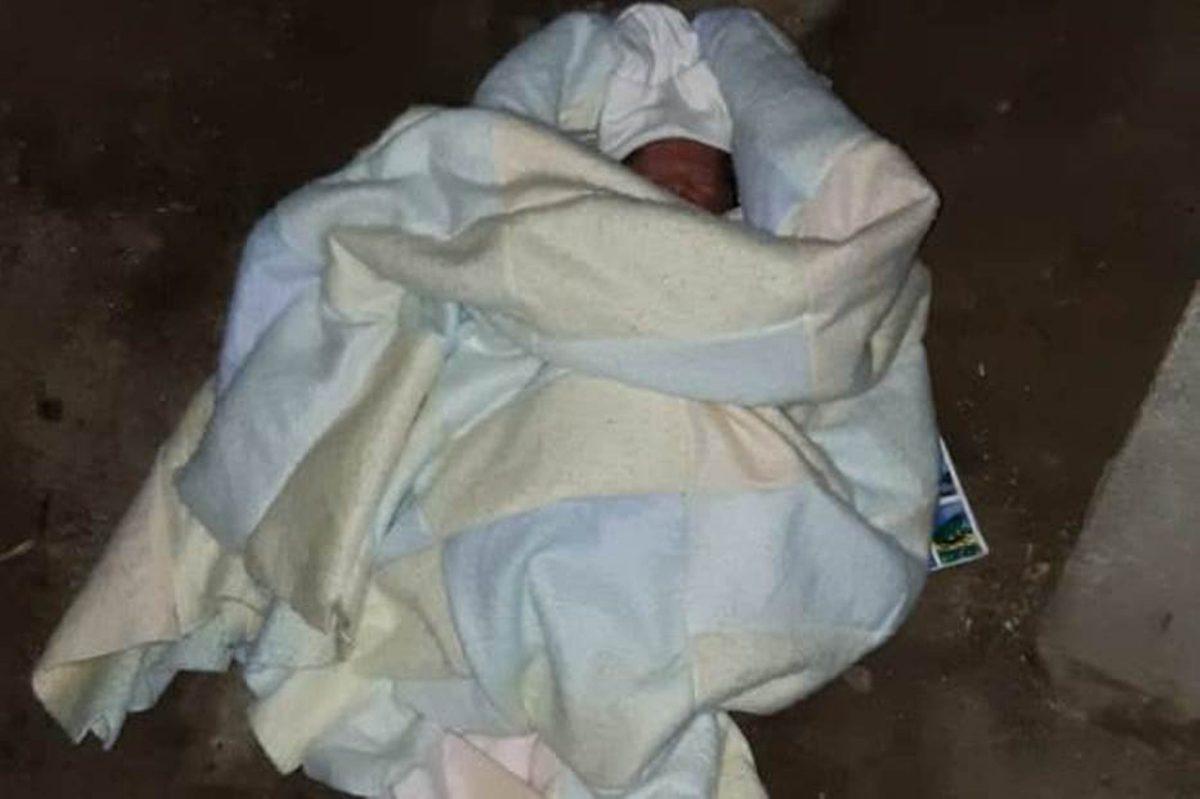 Recién nacido abandonado en un basurero se recupera en el HRO