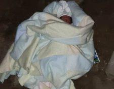 El bebé fue trasladado al HRO para que recibiera la atención médica y se estableciera su estado físico. (Foto Prensa Libre: María Longo)