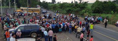 Punto del bloqueo en el km 183 de la ruta al suroccidente, en Retalhuleu. (Foto Prensa Libre: Rolando Miranda).