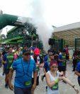 Corredores salen del Estadio Cementos Progreso en la primera edición de la carrera. (Foto Prensa Libre: Cortesía).
