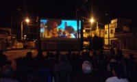 El objetivo de Cine en tu Barrio es llevar mensajes positivos a los vecinos. (Foto Prensa Libre: @alcaldia_18).