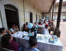 Telegrafistas de la región se reunieron en el antiguo edificio ubicado en la 4a. calle, zona 1 de Xela. (Foto Prensa Libre: María Longo)