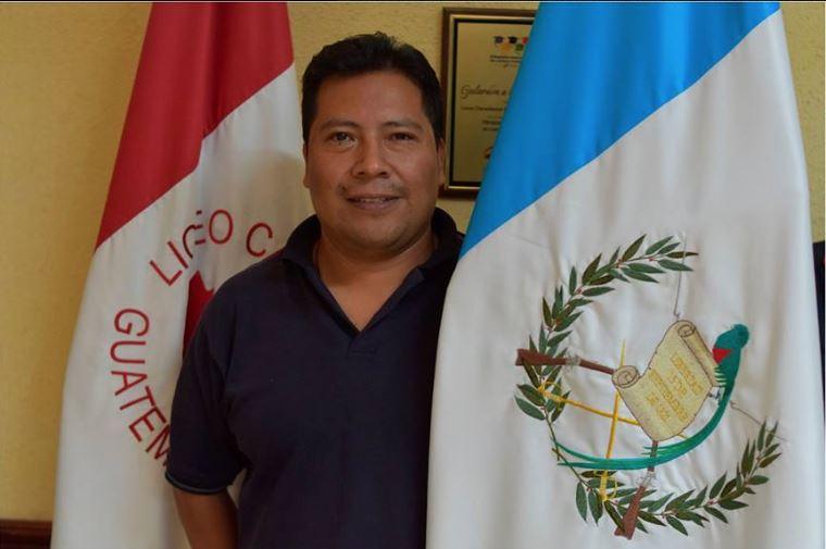 Miguel Temaj representa a Guatemala en evento tecnológico en París, Francia. (Foto Prensa Libre: Tomada de Facebook del del Liceo Canadiense)