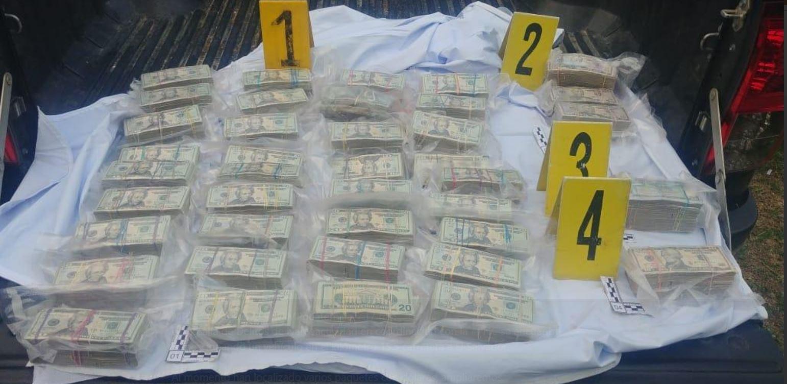 Dólares encontrados en una camioneta la tarde de viernes en la carretera a El Salvador. (Foto: Ministerio Público)