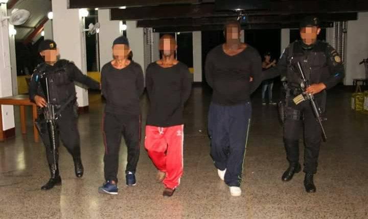 El 27 de abril del 2018 fueron detenidos tres colombianos en las costas del Pacífico cuando trasladaban droga en un sumergible. (Foto Prensa Libre: Hemeroteca PL)