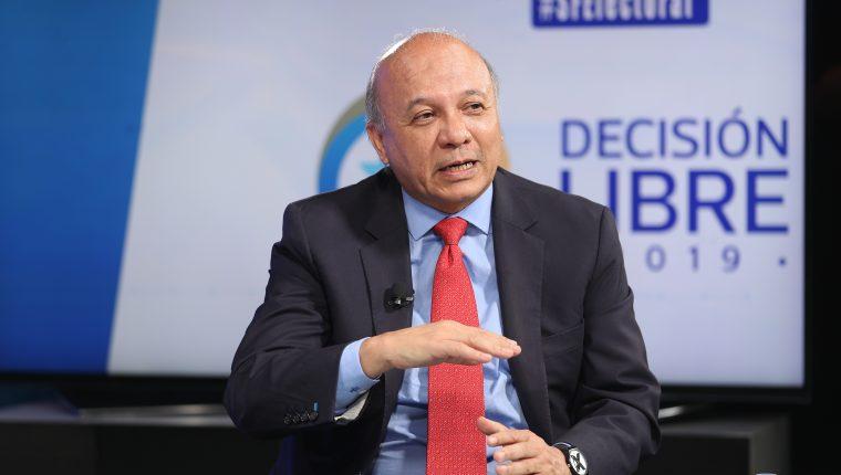 José Luis Chea Urruela candidato presidencial del partido PPT (Foto Prensa Libre: Carlos Hernández)