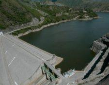 La hidroeléctrica Chixoy se construyó en la década de los 80 en San Cristóbal Verapaz, en Alta Verapaz, y fueron desplazadas más de tres mil familias. (Foto Prensa Libre: Hemerotca PL)