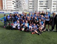 Las jugadoras del Zaragoza CFF festejaron el titulo conseguido este fin de semana que les da derecho a pelear por el ascenso a Primera División del Futbol Femenino de España. (Foto Prensa Libre: Cortesía)