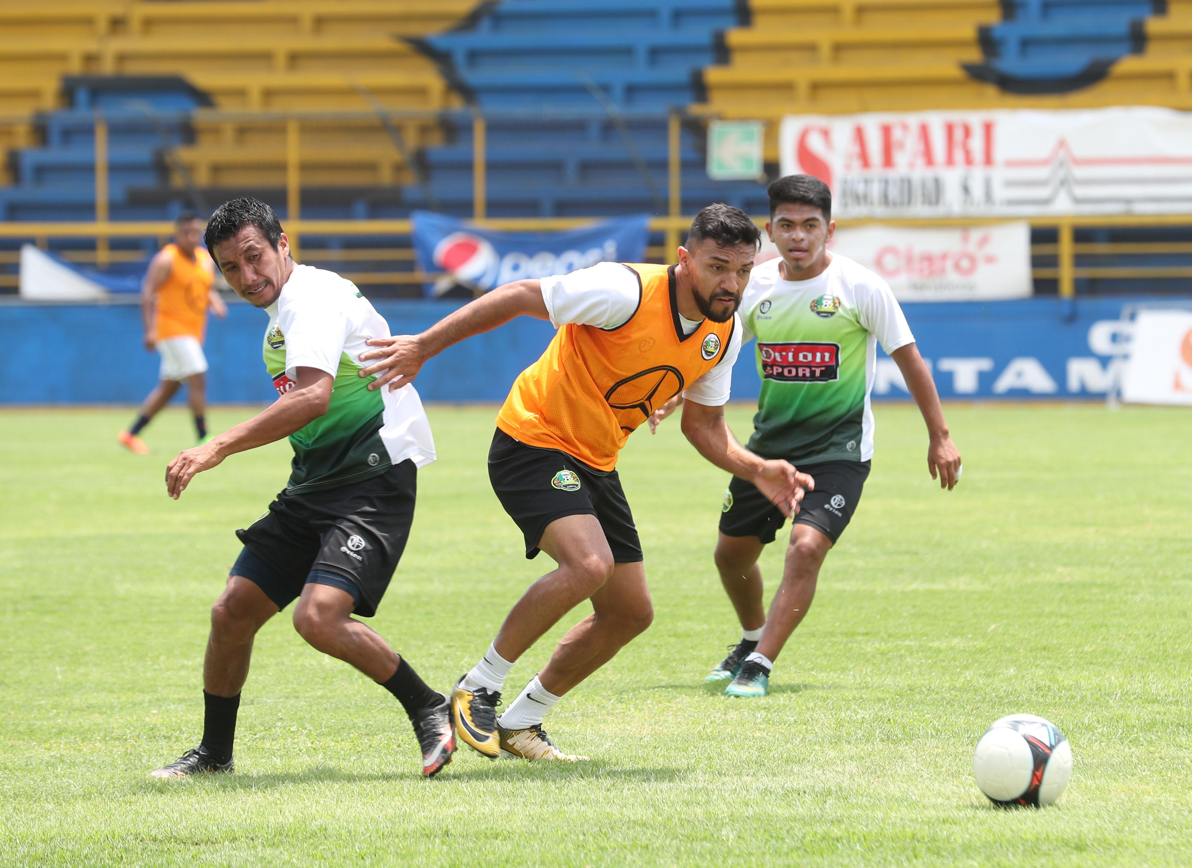 Chiantla entrenó este martes 9 de abril del 2019 en el estadio Del Ejército, para preparar el juego contra Comunicaciones, de la fecha 14 del Clausura 2019 (Foto Prensa Libre: Edwin Fajardo)