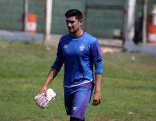 Luis Morán de Antigua GFC trabaja con intensidad para la titularidad. (Foto Prensa Libre: Carlos Vicente)