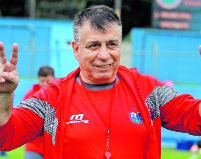 Éver Hugo Almeida también dirigió a Municipal y a la Selección Nacional. (Foto Prensa Libre: Hemeroteca PL)