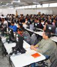 Digitadores aún permanecen en el Parque de la Industria, donde ingresan los últimos datos del Censo 2018. (Foto Prensa Libre: Cortesía INE)
