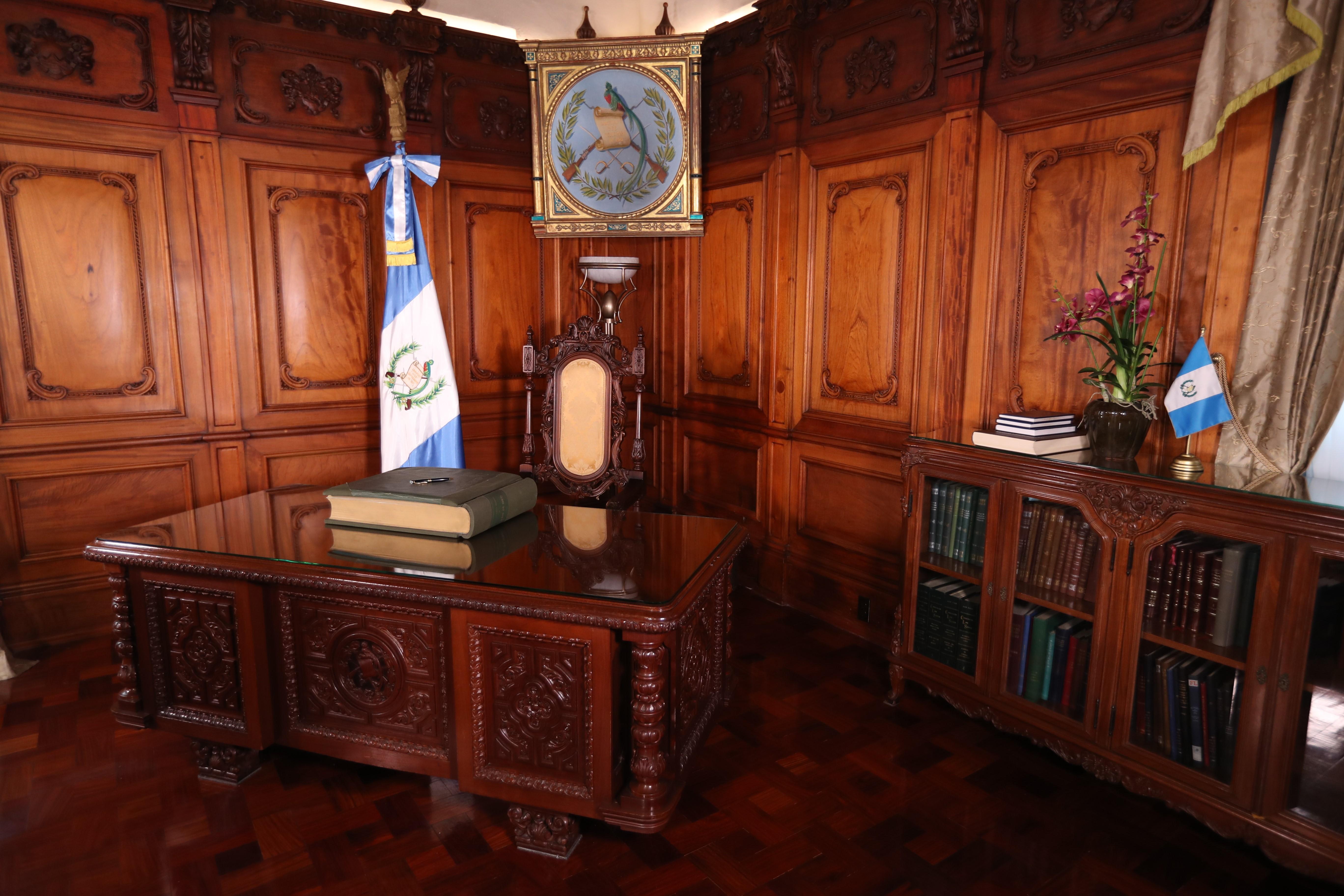 La silla presidencial es buscada por 24 binomios presidenciales. (Foto Prensa Libre: Esbin García)