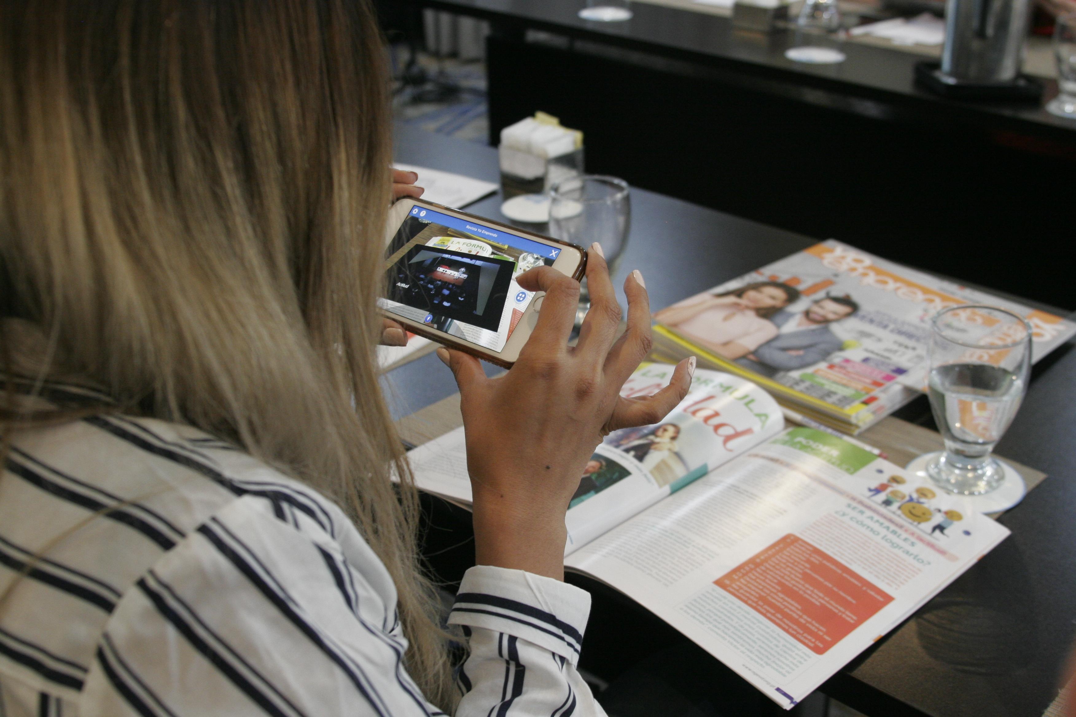 Revista Yo emprendo, cuenta con artículos, historias de éxito, consejos, entre otro contenido para emprendedores y opción de Realidad Aumentada. (Foto Prensa Libre: María Reneé Barrientos)