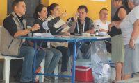 Centro de votaci—n ubicado en la escuela tipo federaci—n JosŽ Joaqu'n Palma, en la zona 12.  Este domingo cientos de ciudadanos acudieron a realizar el sufragio como parte del proceso electoral de segunda vuelta 2015.   FOTO: çlvaro Interiano.
