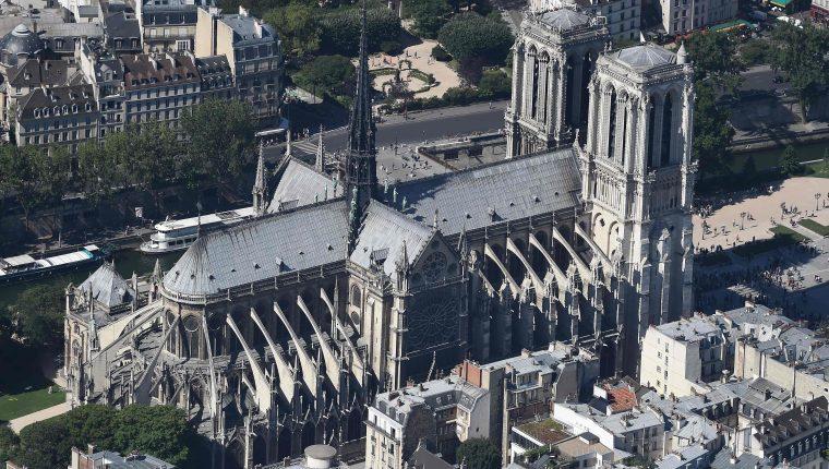 Conozca parte del interior de la Catedral de Notre Dame en París.