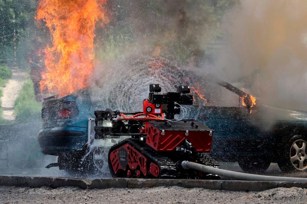 El robot Colossus fue utilizado para controlar el siniestro en la catedral de Notre Dame. Foto Prensa Libre: AFP