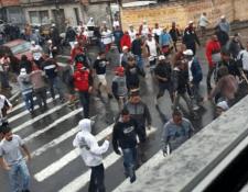 Violento enfrentamiento entre aficionados del Corinthians y el Sao Paulo. (Foto Prensa Libre: Redes)