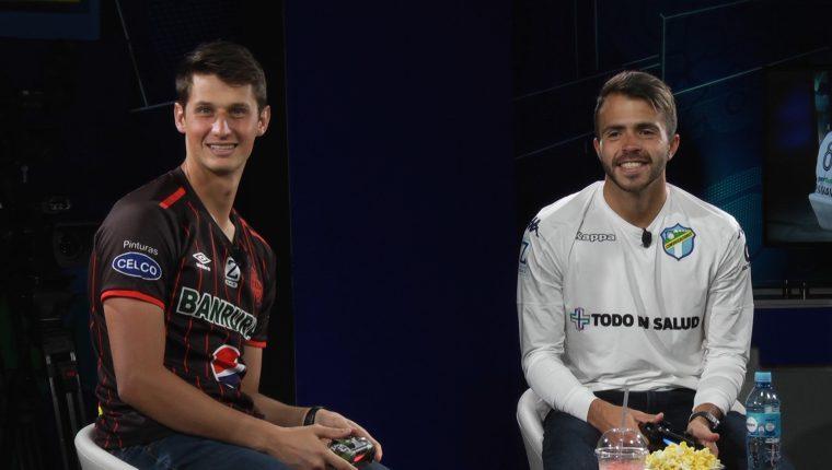 """Nicholas Hagen y Rodrigo Saravia demostraron su buen humor durante """"el reto Fifa"""". (Foto Prensa Libre: Francisco Sánchez)"""