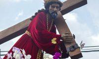 La procesión de Jesús Nazareno de la Merced fue llevado en hombros por las principales calles de la Antigua Guatemala. Fotografía Prensa Libre: María Reneé Barrientos