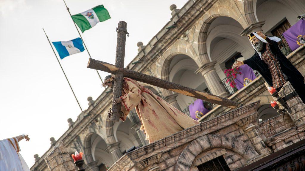 Jesús mostraba un traje ensangrentado que nos recuerda su sufrimiento. Foto Prensa Libre: Pablo Burmester