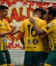 Los jugadores de Deportivo Guastatoya celebran la victoria clave en Siquinalá. (Foto Prensa Libre: CD Guastatoya)