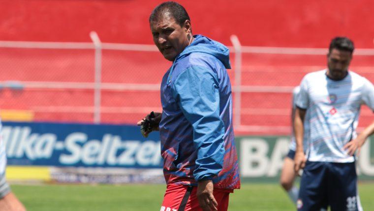 El técnico Horacio González ensayó hoy el posible once que usará el sábado ante Petapa. (Foto Prensa Libre: Raúl Juárez)