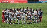Los jugadores del equipo de Quetzaltenango confían en lograr avanzar a la siguiente ronda. (Foto Prensa Libre: Raúl Juárez)