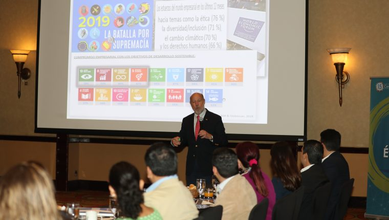 Italo Pizzolante, explicó recientemente acerca de la RSE y su vinculación con los objetivos del desarrollo o metas del milenio. Participará este año en el Foro Nacional de RSE en mayo próximo. (Foto, Prensa Libre: Hemeroteca PL).