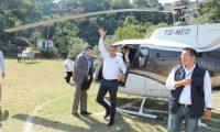 El presidente Jimmy Morales  utilizó el helicóptero de Mario Estrada para una visita a San Marcos. (Foto Prensa Libre: SCSP)