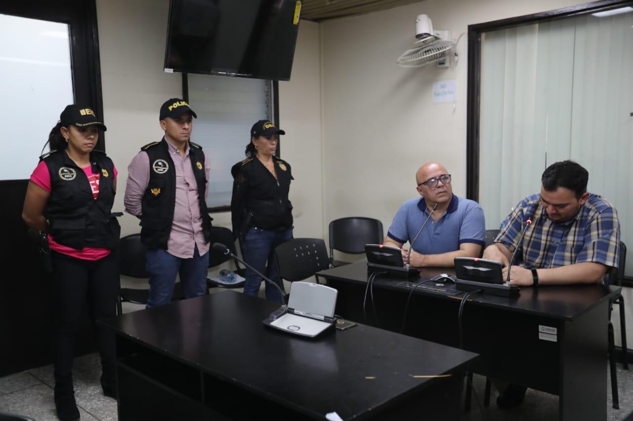 El exministro de Salud Jorge Villavicencio se presentó ante la jueza del Juzgado Quinto, que le indicó los motivos de su detención. (Foto Prensa Libre: Érick Ávila)