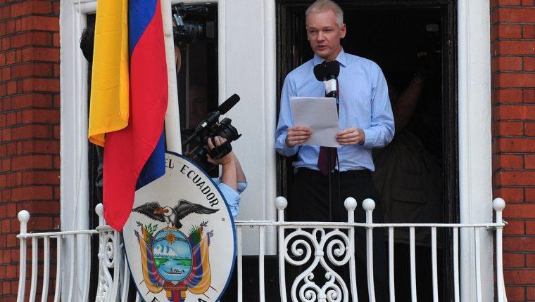 El fundador de WikiLeaks, Julian Assange, entró al edificio de la embajada de Ecuador el 19 de junio de 2012 para evitar la extradición a Suecia, que solicitó interrogarlo sobre presuntos asaltos sexuales. (Foto Prensa Libre: Hemeroteca PL)
