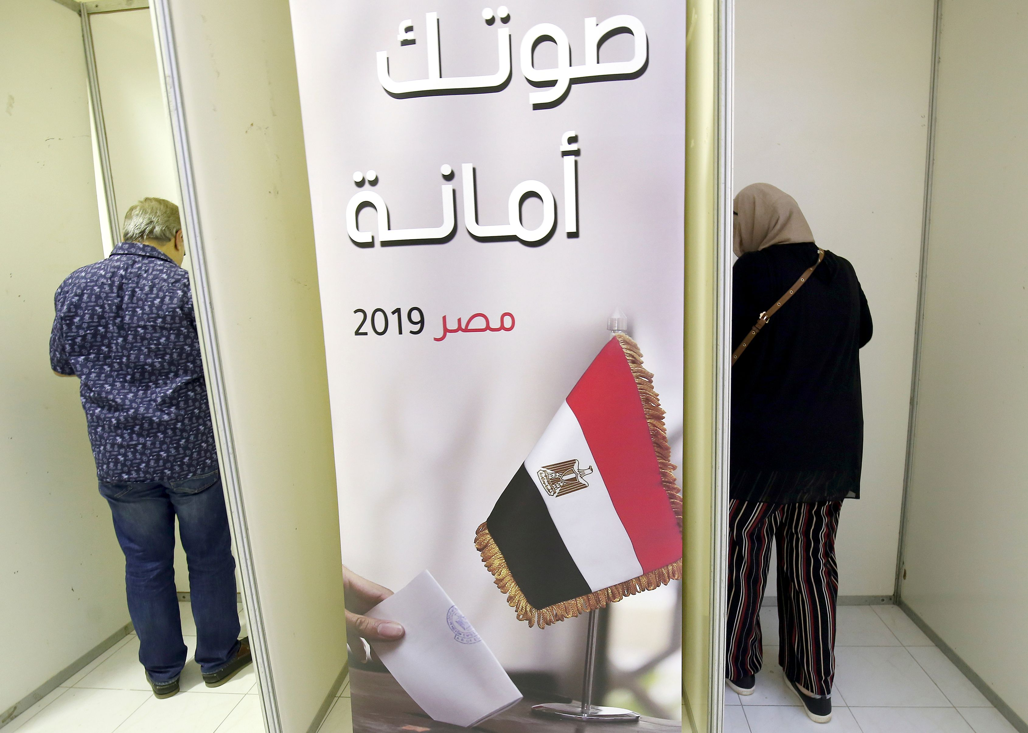 Egyptian nationals, living in Kuwait, cast their votes in a referendum on constitutional amendments, at the Egyptian embassy in Kuwait City on April 19, 2019. - The amendments -- widely expected to pass in the face of minimal opposition -- would prolong Sisi's current term to 2024 from 2022 and allow him to then run for another six-year term. They also include giving the military greater influence in political life, granting Sisi wide control over the judiciary and broadening the jurisdiction of military courts over civilians. (Photo by Yasser Al-Zayyat / AFP)