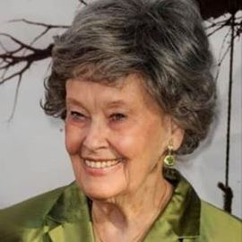 Lorraine Warren y su esposo Ed escribieron libros sobre casas encantadas.