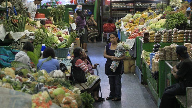 El horario variará esta Semana Santa en los mercados de la capital. (Foto Prensa Libre: Hemeroteca PL).