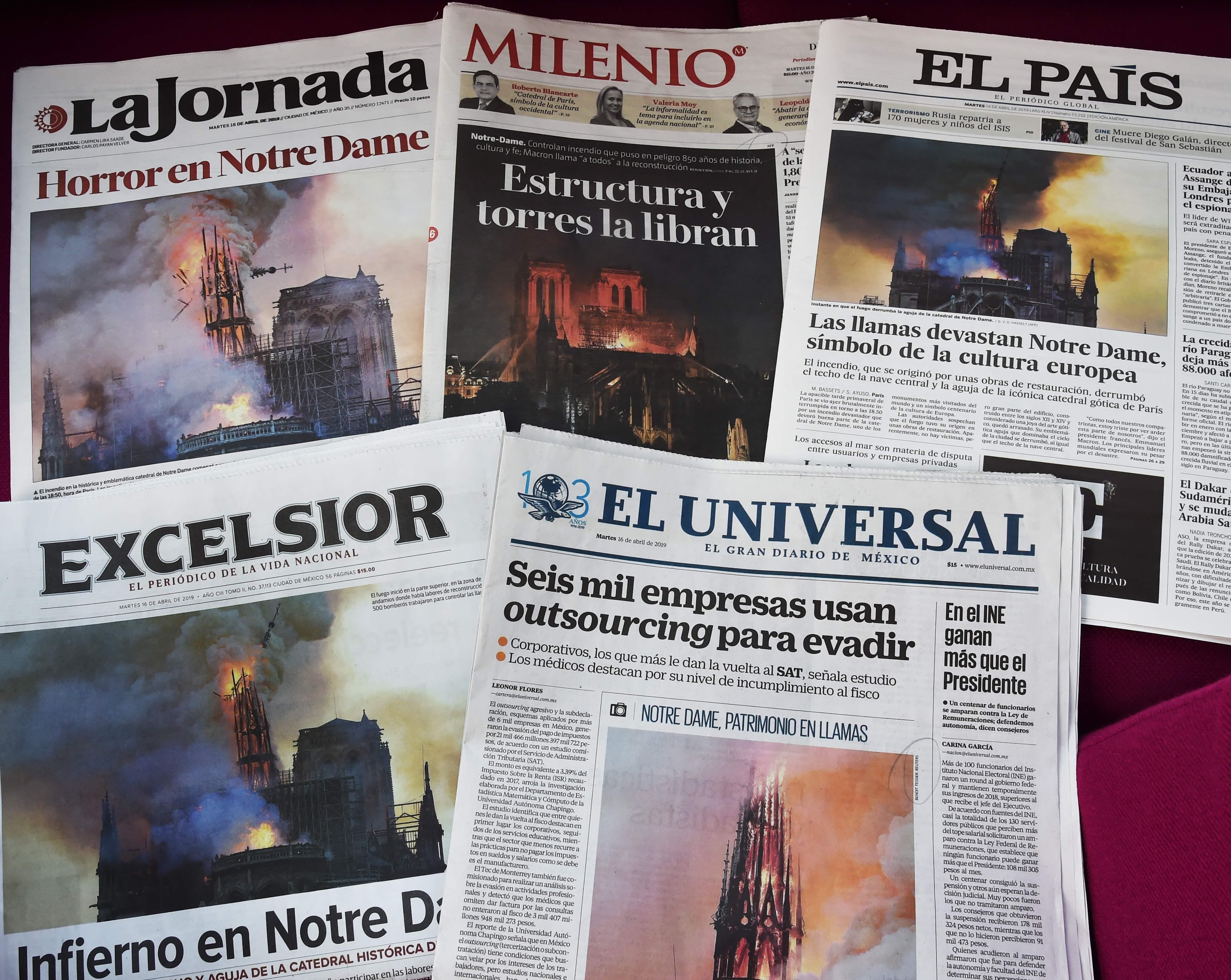 La noticia del incendio en la Catedral de Notre Dame en París, Francia, conmovió al mundo. Foto Prensa Libre: EFE