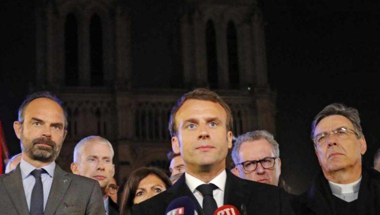 Macron intentó lanzar un mensaje en dirección a un colectivo, el de los jubilados con ingresos bajos y medios. (Foto Prensa Libre: EFE)