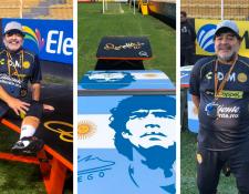 Maradona posa junto a las mesas de teqball que le regaló Ronaldinho y que usará con sus jugadores. (Foto Prensa Libre: Instagram Ronaldinho)