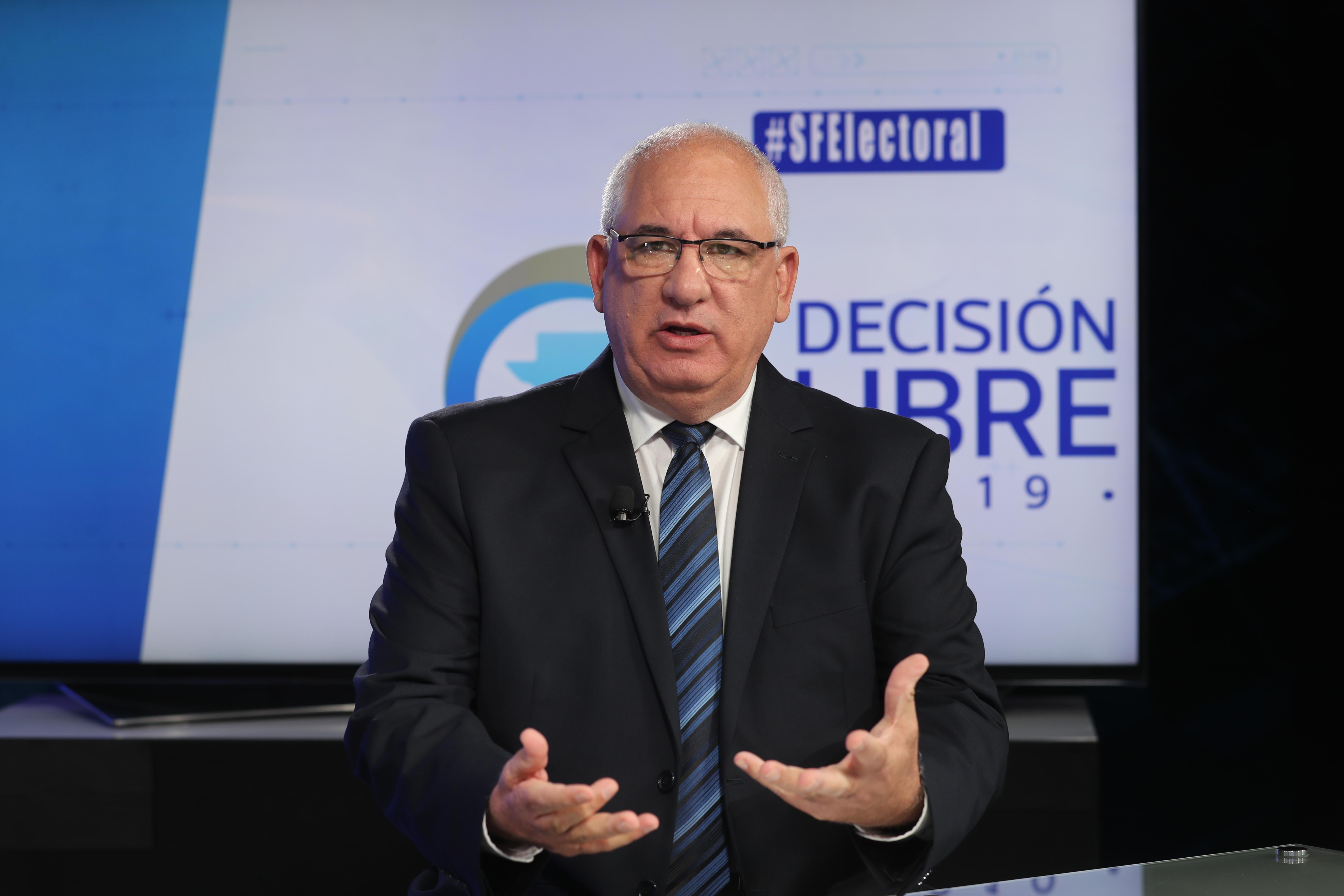El candidato presidencial por Viva, Isaac Farchi, considera que es factible aplicar la experiencia de Israel en Guatemala. (Foto Prensa Libre: Érick Ávila)