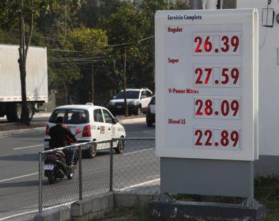 Precios de gasolinas y diésel que se observaron en algunas estaciones de servicio este miércoles 3 de abril del 2019. (Foto Prensa Libre: Esbin García)