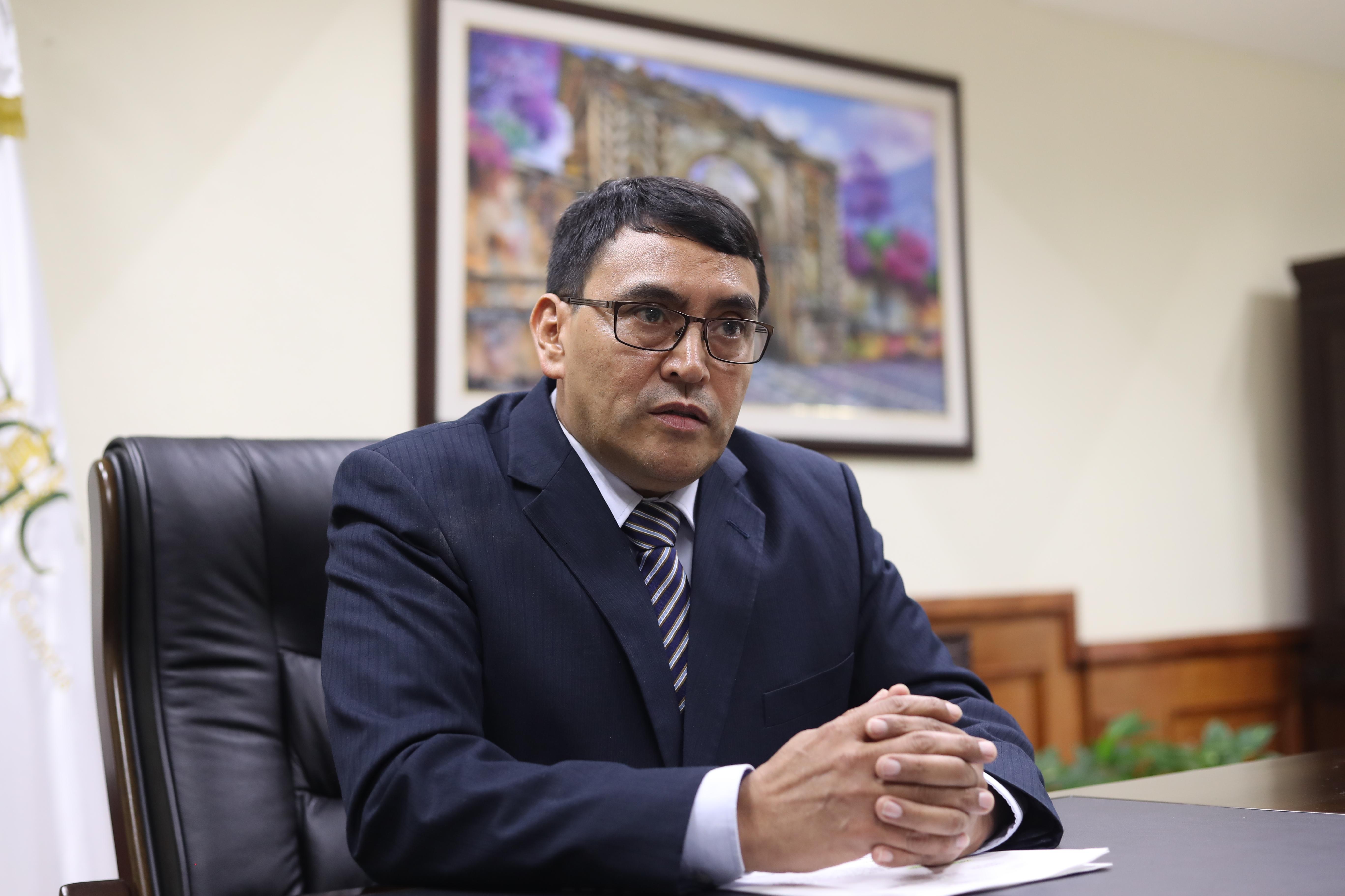 El contralor general de Cuentas, Edwin Salazar dio una entrevista a Prensa Libre para hablar de los proyectos que implementará en el ente fiscalizador. (Foto Prensa Libre: Esbin García)
