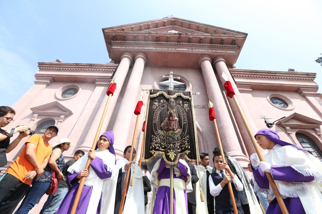 """La parroquia Divina Providencia en la zona 8  conocida como """"Guarda Viejo"""" es el hogar de Jesús del Desamparo."""