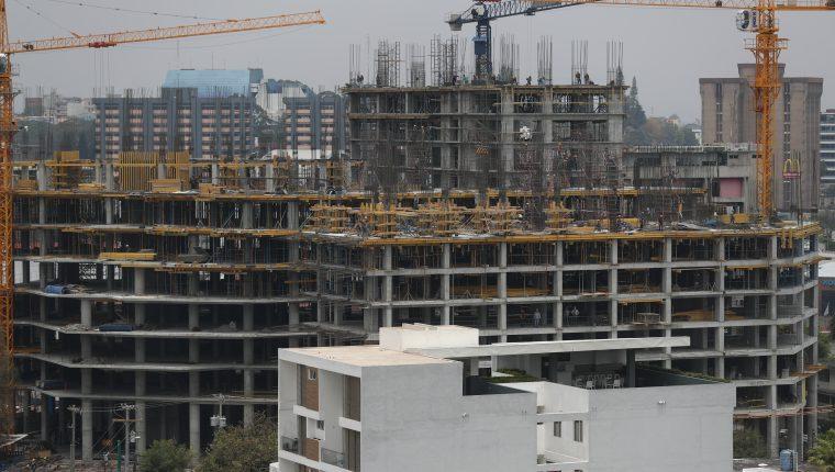El sector construcción y el ingreso de divisas por remesas familiares, son las ramas productivas que están estimulando la economía durante el primer trimestre del año. (Foto Prensa Libre: Hemeroteca)
