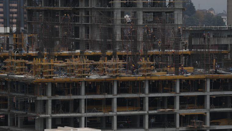 El sector construcción y las actividades inmobiliarias reportaron menor actividad en marzo luego de oficializarse los casos de covid-19 y las medidas de restricción para evitar posibles contagios. (Foto Prensa Libre: Hemeroteca)