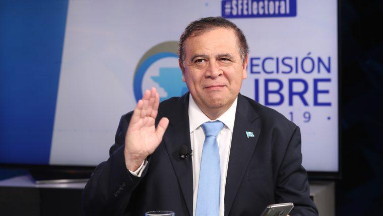 Luis Velásquez, presidenciable de Unidos, en el programa Sin Filtro Electoral. (Foto Prensa Libre: Érick Ávila)