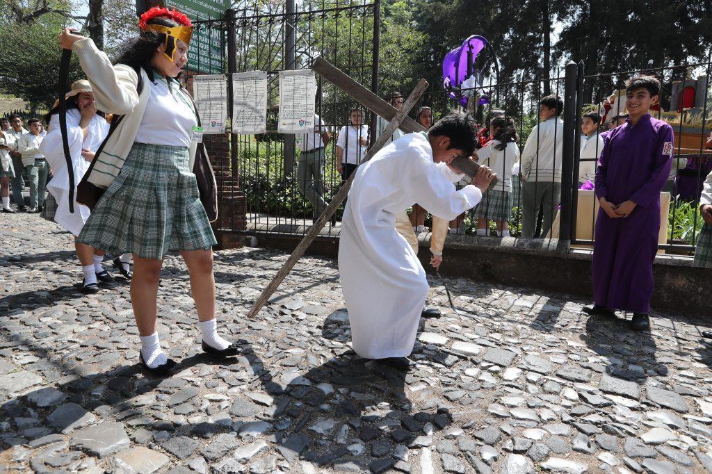 Según las autoridades del colegio este viacrucis se ha realizado durante 18 años.